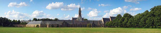 800px-Tongerloo_abbey-Panorama-v2
